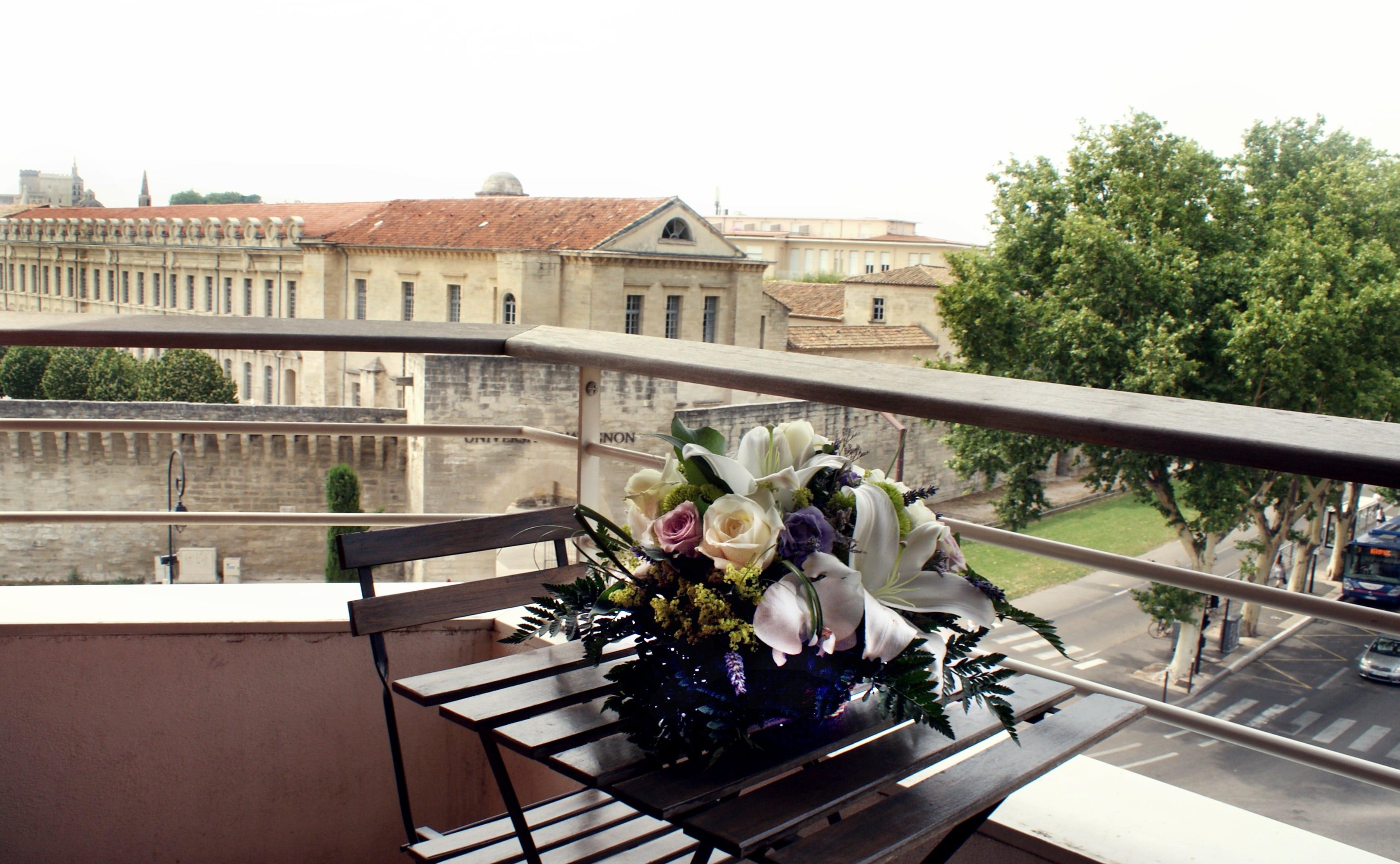 Terrassse appartement hotel vers Avignon